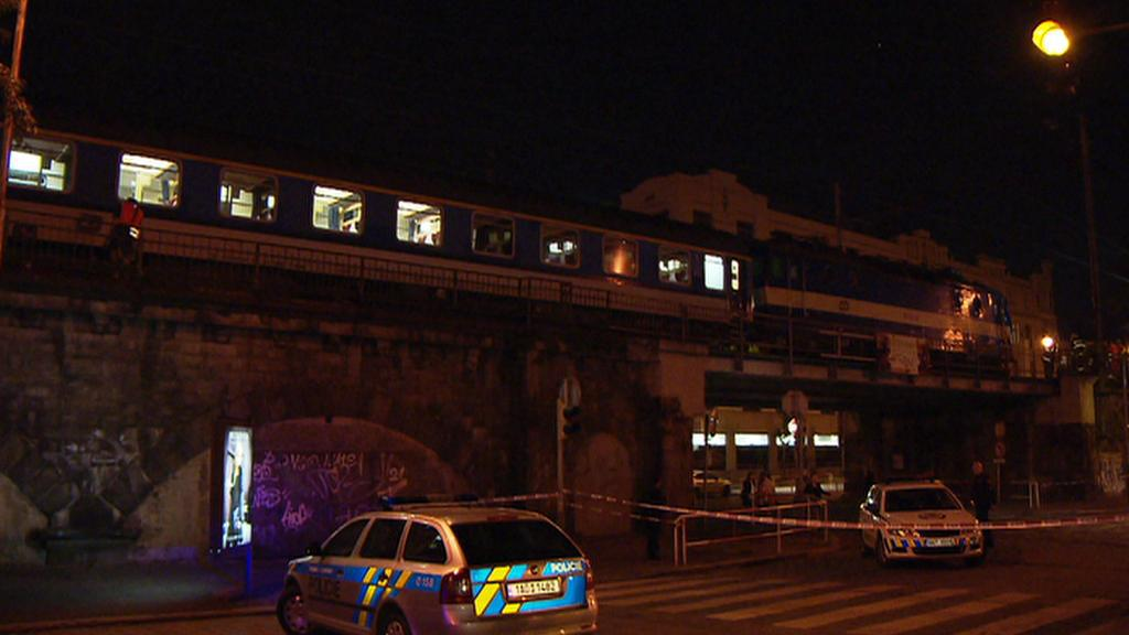 U pražského Vyšehradu se srazil rychlík s pracovním strojem