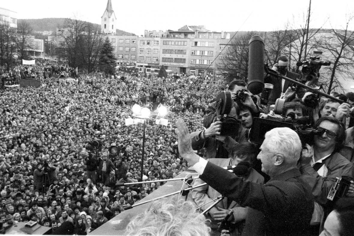 Tomáš Baťa zdraví obyvatele Zlína (prosinec 1989)