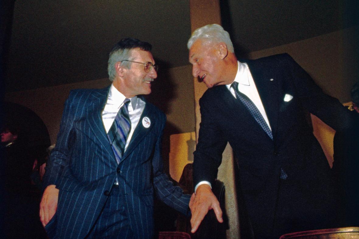 Ministr financí Václav Klaus s Tomášem Baťou (1989)