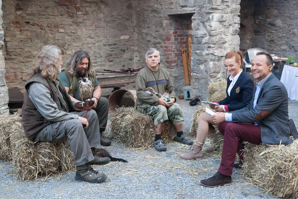Sokolníci, chovatelé a moderátoři DR mají pohodlné sezení, že?