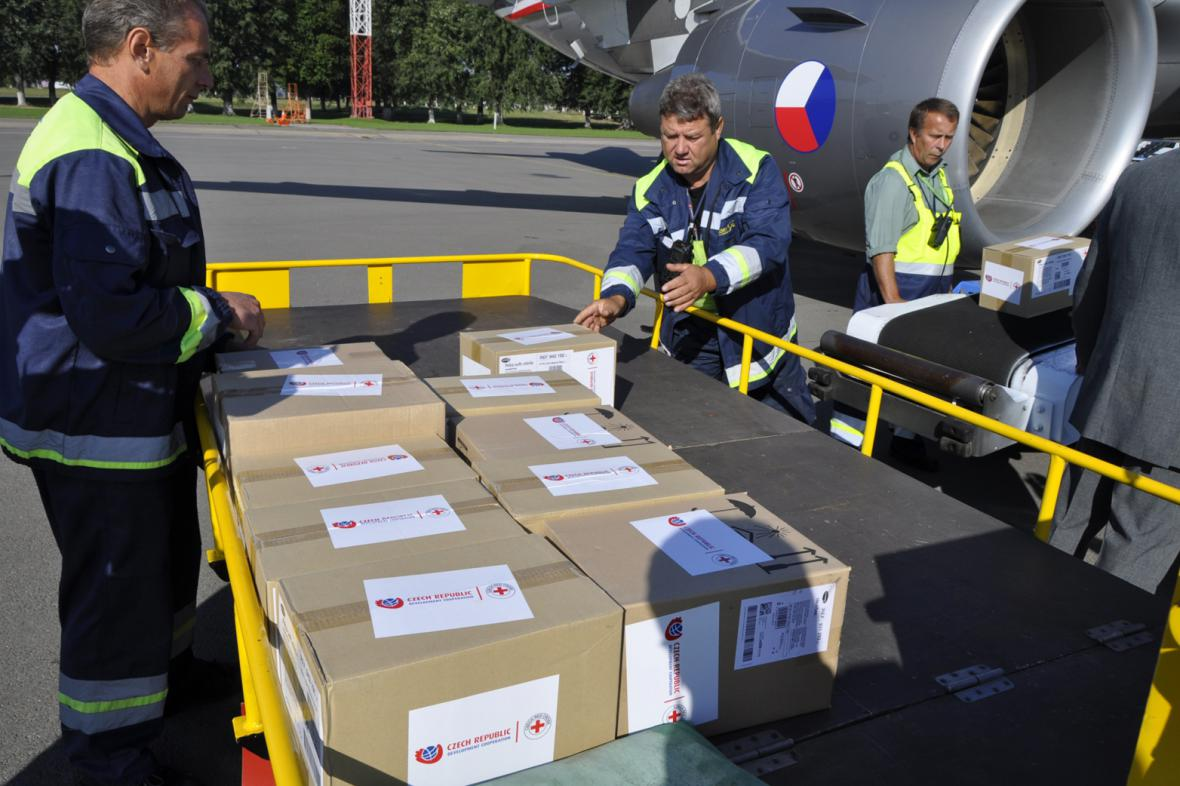 Zaorálek přivezl do Kyjeva zdravotnický materiál pro nemocnice na východě Ukrajiny