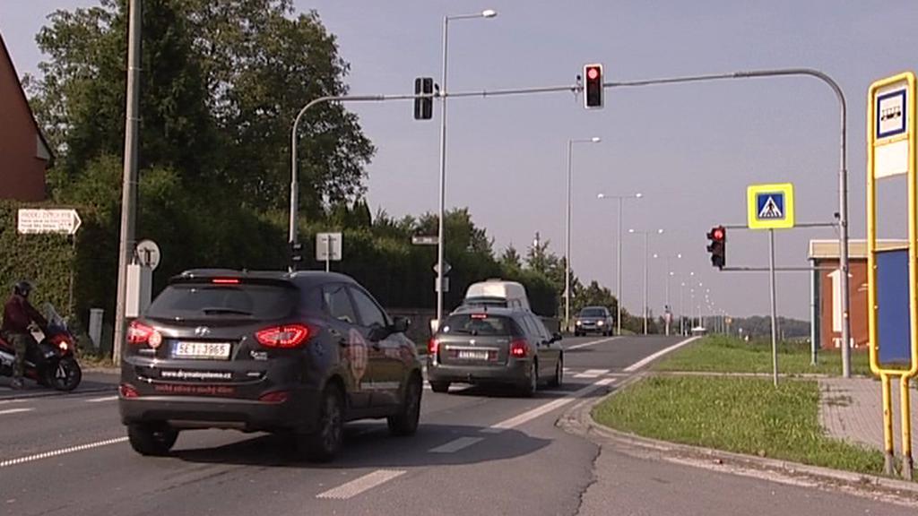 Zpomalovací semafory někteří řidiči respektují...