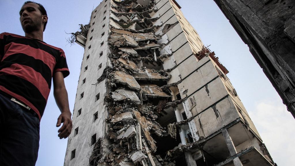 Zničená budova v Gaze