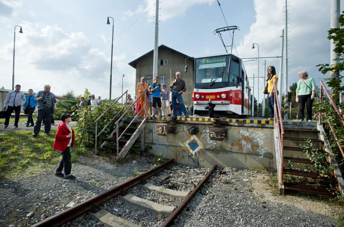 Tramvajová plošina u nádraží Zličín