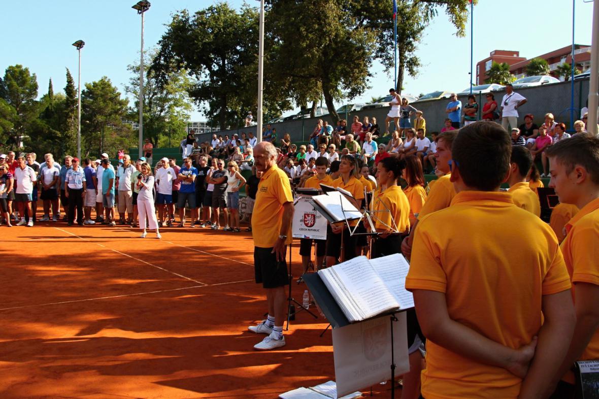 Vystoupení v úvodu tenisového turnaje