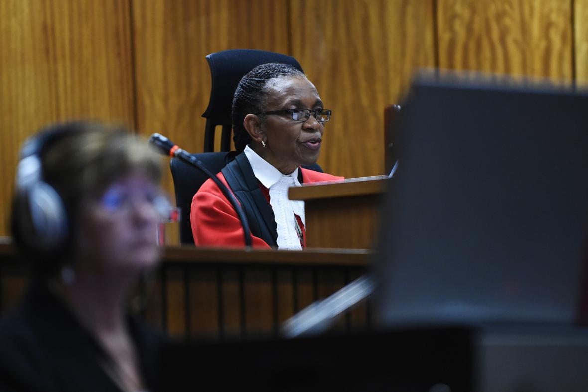 Soudkyně Thokozile Masipaová při čtení rozsudku nad Pistoriusem