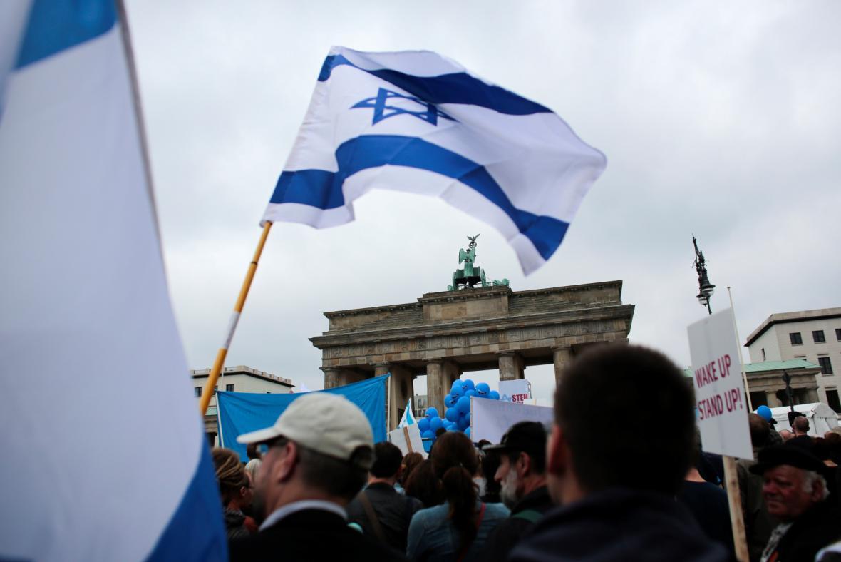 Manifestace u Braniborské brány proti projevům antisemistismu