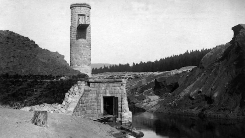 Protržená přehrada u Tanvaldu