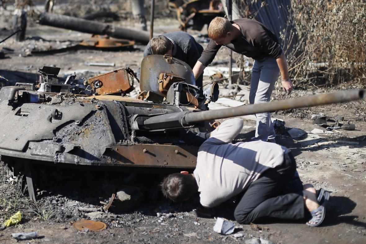 V Doněcku se bojuje, Luhansk se ze střetů vzpamatovává
