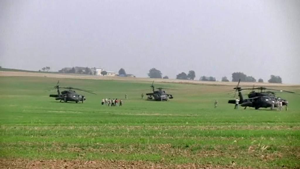 U polské vesnice Gruta omylem přistály americké vojenské vrtulníky