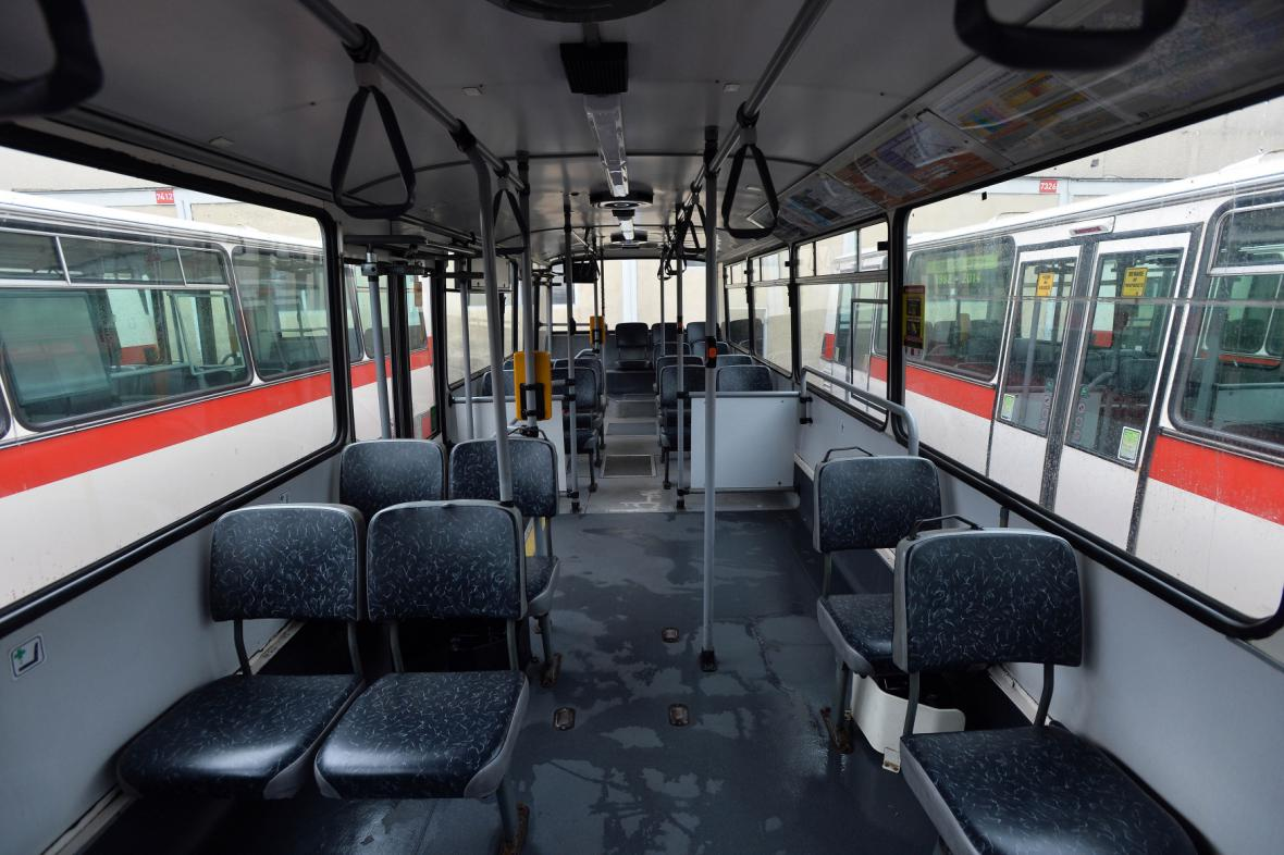 Do pražských ulic naposledy vyjely na pravidelné lince 158 autobusy typu Karosa B731