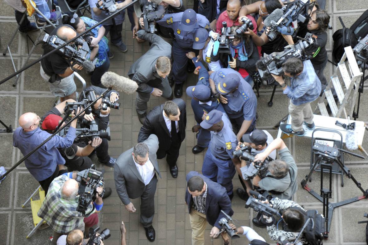 Pistorius míří k soudu
