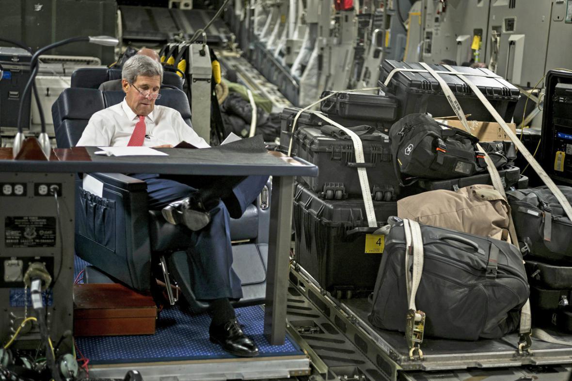 John Kerry na cestě do iráku