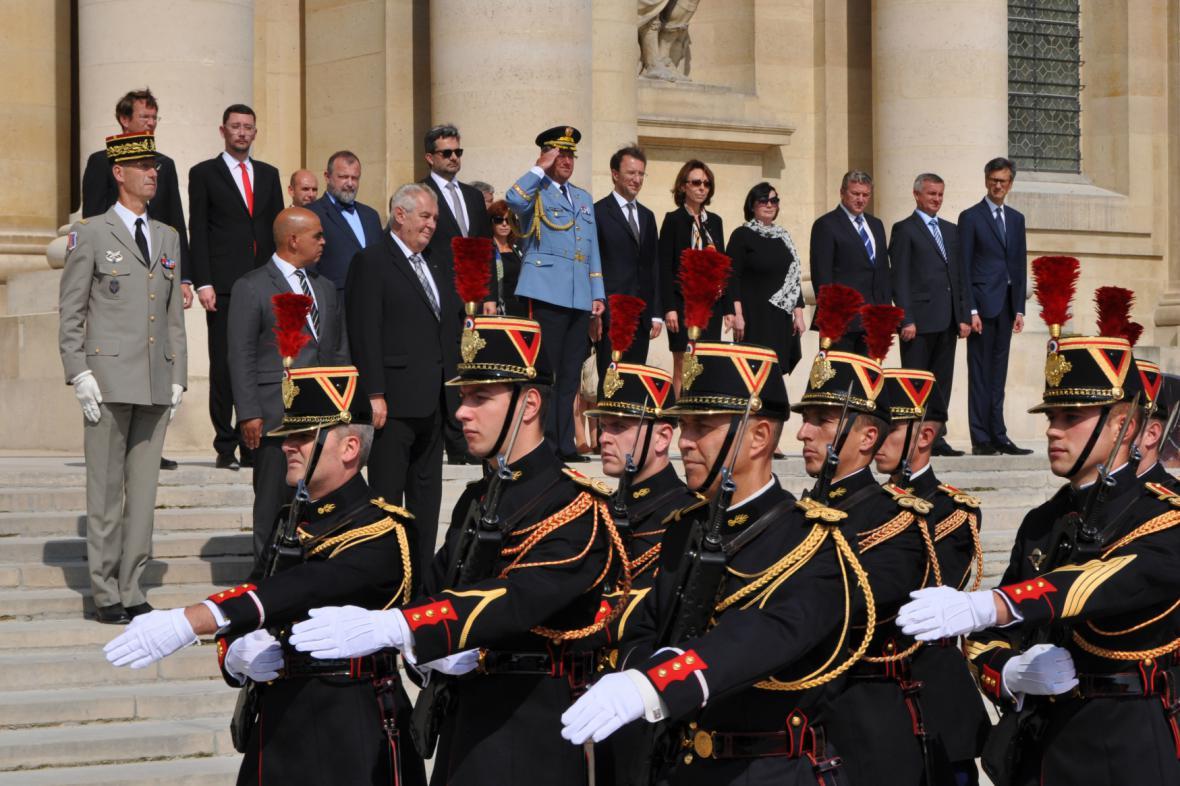 Prezident Zeman u pařížské Invalidovny