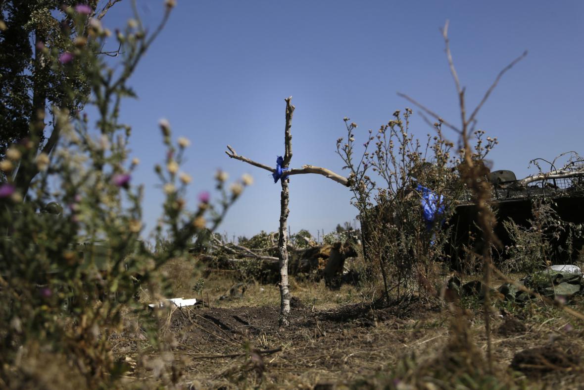 Ukrajina - hrob ukrajinského vojáka