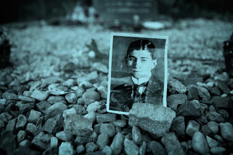 Místa ze života Franze Kafky - hrob spisovatele na Novém židovském hřbitově