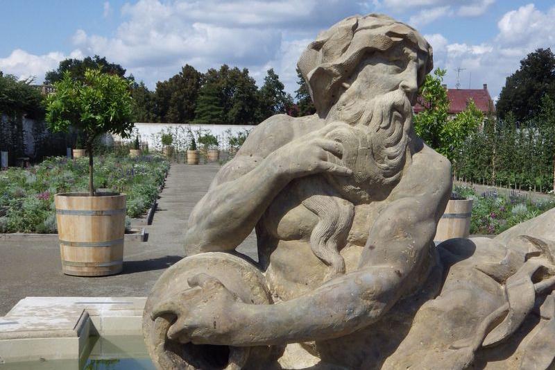 Do Holandské zahrady se vrátila i Neptunova fontána