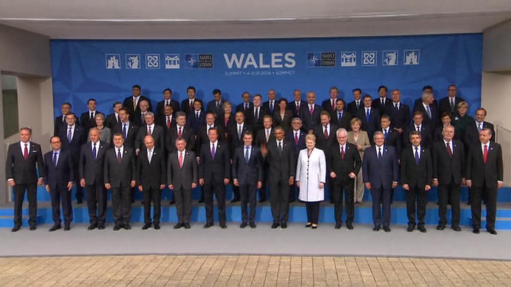 Účastníci summitu NATO v Newportu