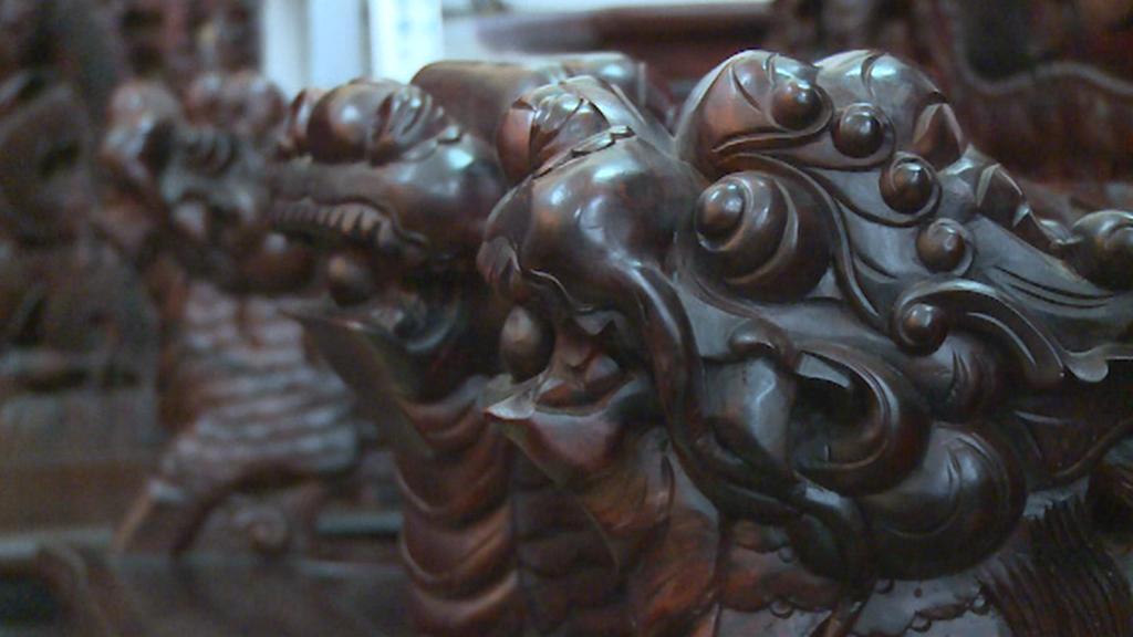 Mahagonový nábytek