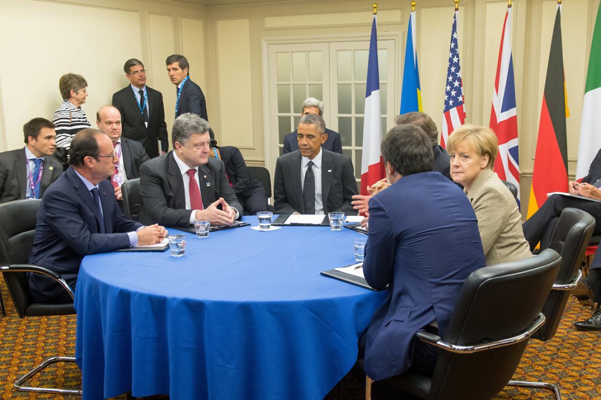 Petro Porošenko se na okraj summitu sešel se západními lídry