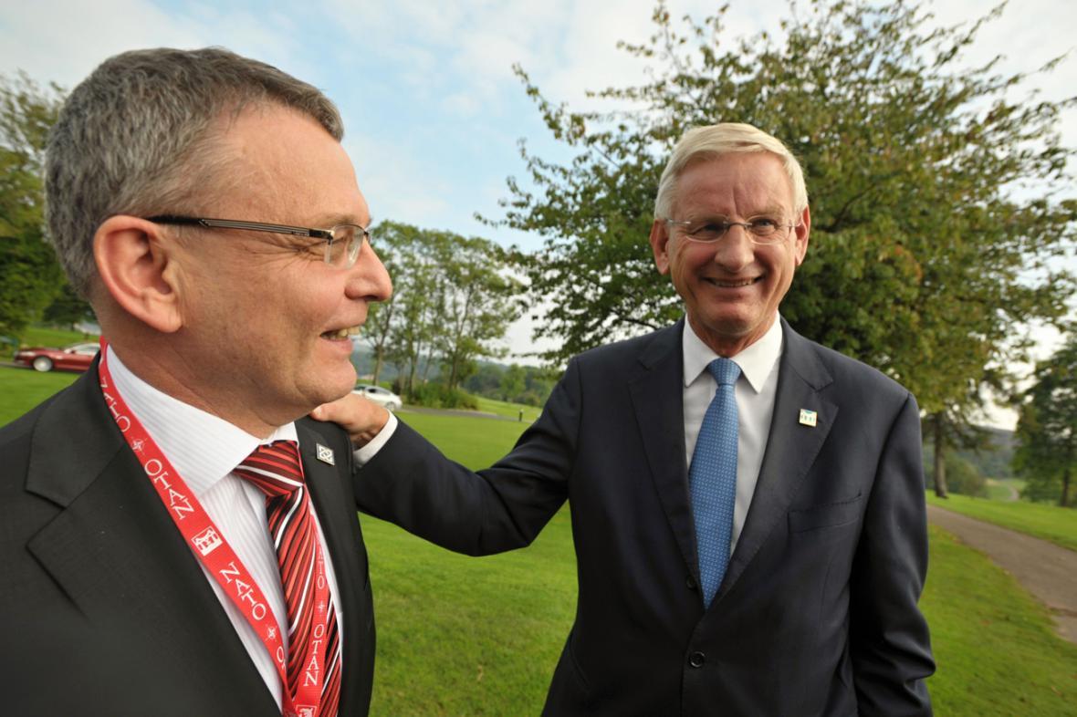 Lubomír Zaorálek a Carl Bildt na summitu NATO