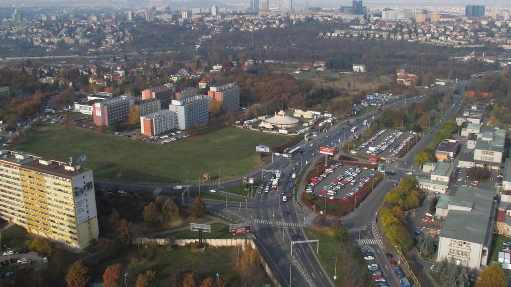 Prostranství naproti nemocnici: zatím nejcennější pozemek vysouzený v restitucích po Bečvářovi