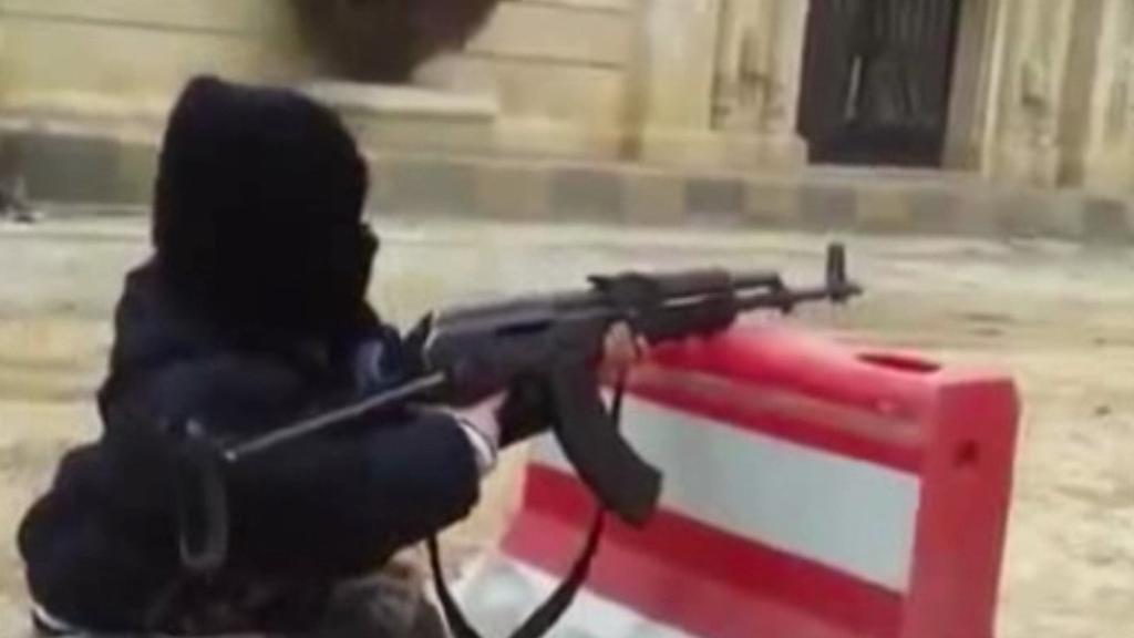 Děti se v táborech IS učí střílet
