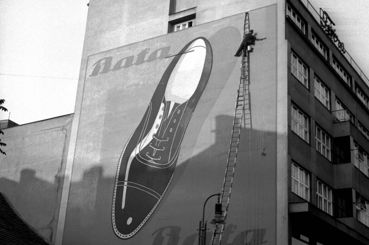 Dobová reklama na baťovky z roku 1936