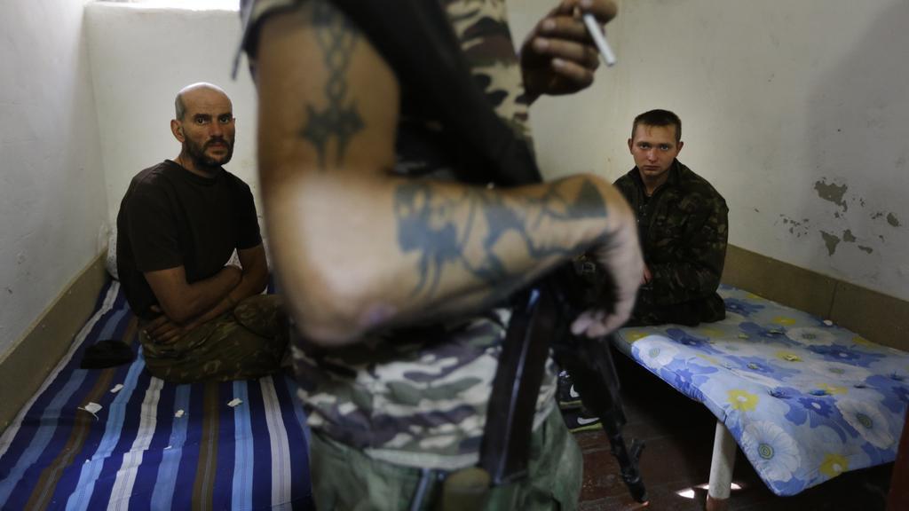 Vojáci držení v povstaleckém zajetí