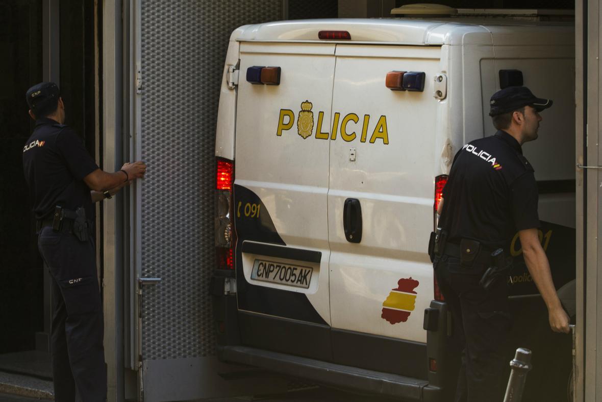 Rodiče britského chlapce zůstávají ve španělské vazbě