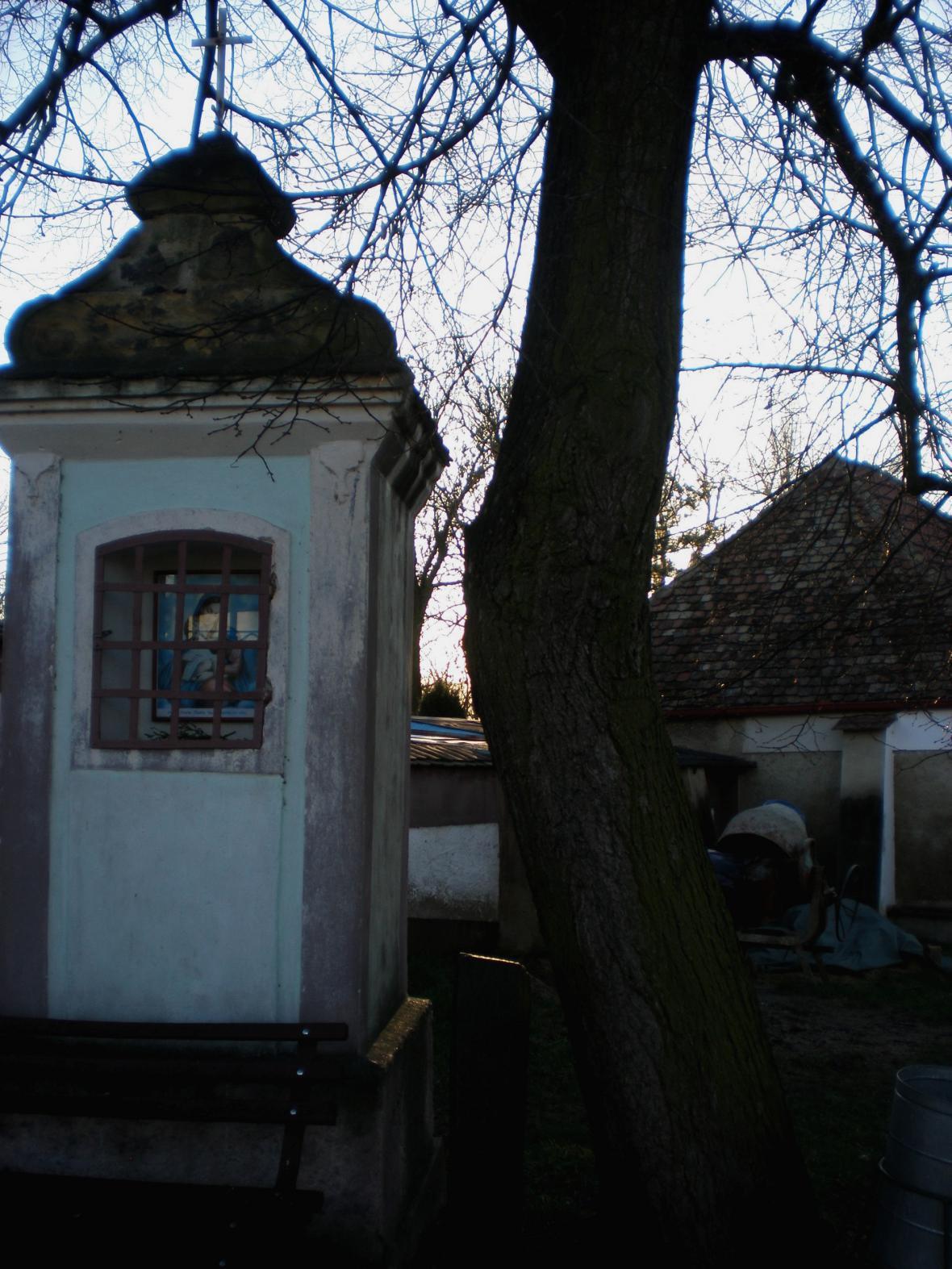 Kaplička v Košticích - původní stav