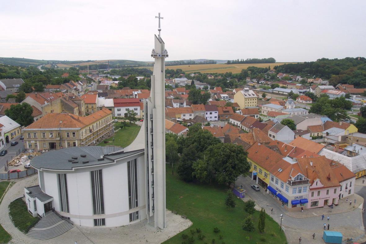Kostel sv. Václava a sv. Anežky České v Hustopečích