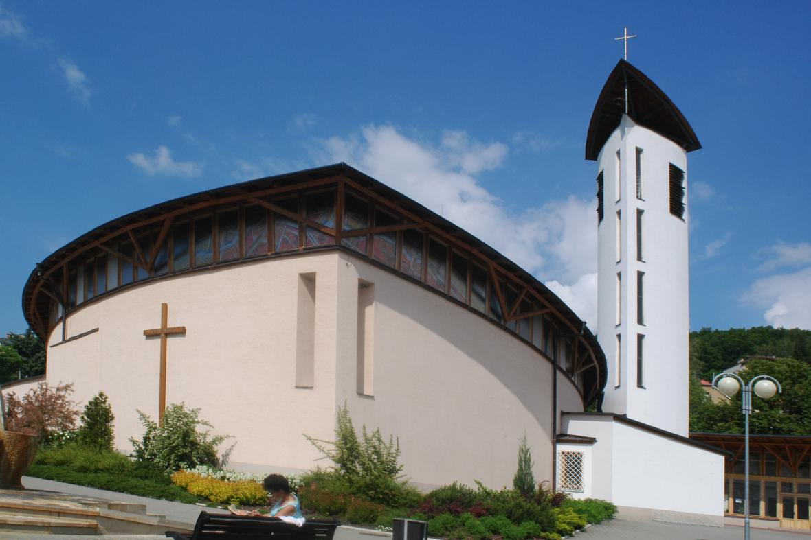 Farní kostel Svaté Rodiny v Luhačovicích