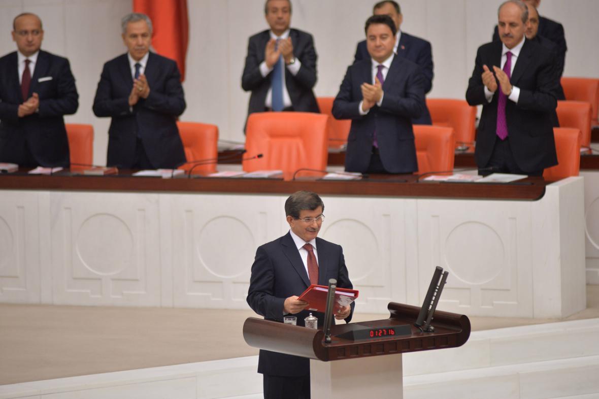 Ahmet Davutoglu představil program turecké vlády