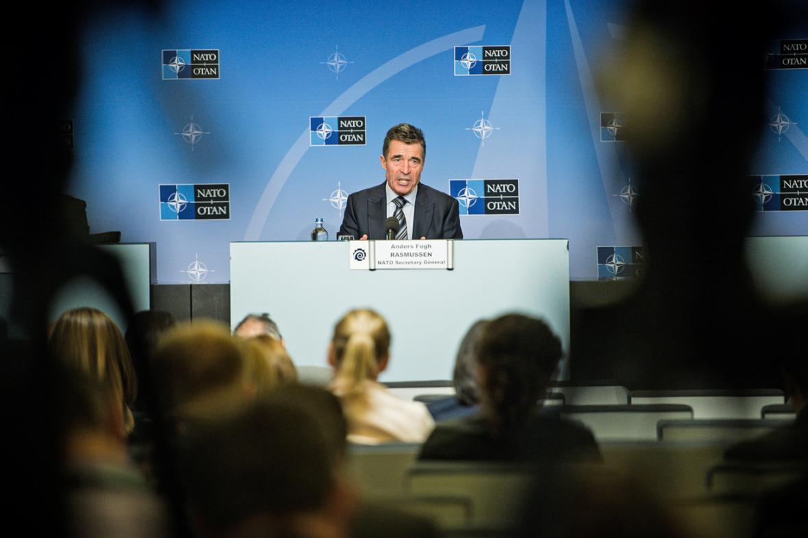 Anders Fogh Rasmussen na brífinku před summitem NATO ve Walesu