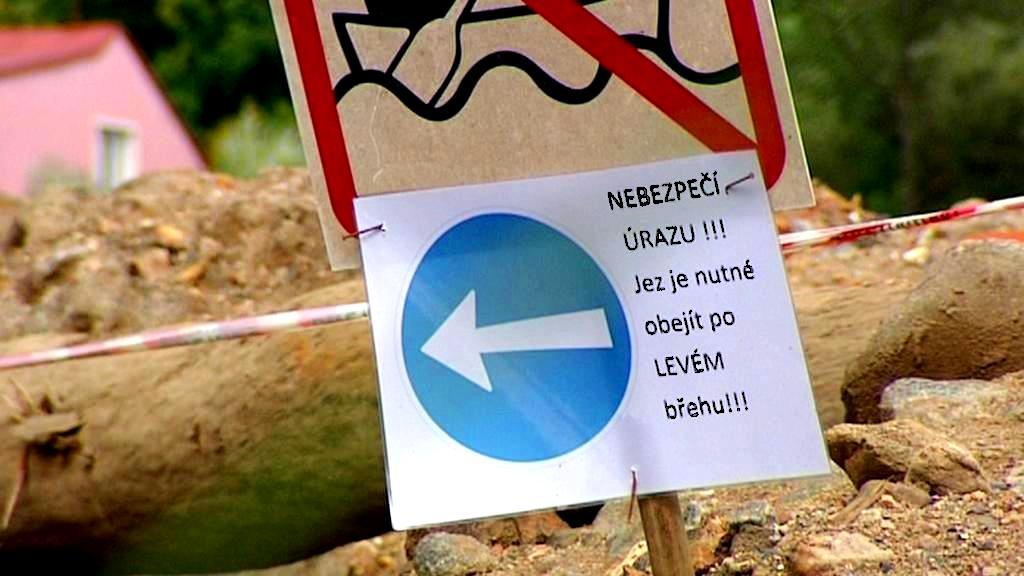 Varování před nebezpečím na jezu