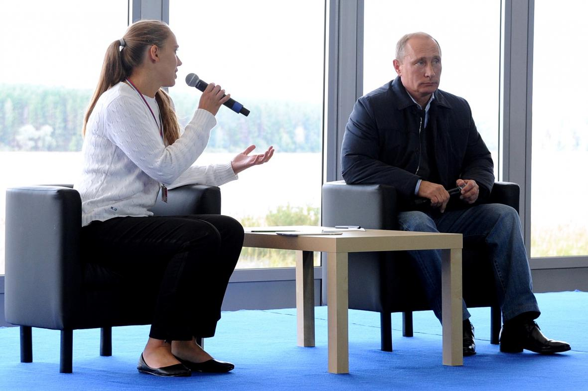 Vladimir Putin při debatě s mládeží