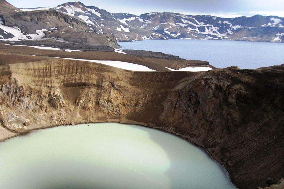 Askja s jezerem Öskjuvatn a kráterem Viti