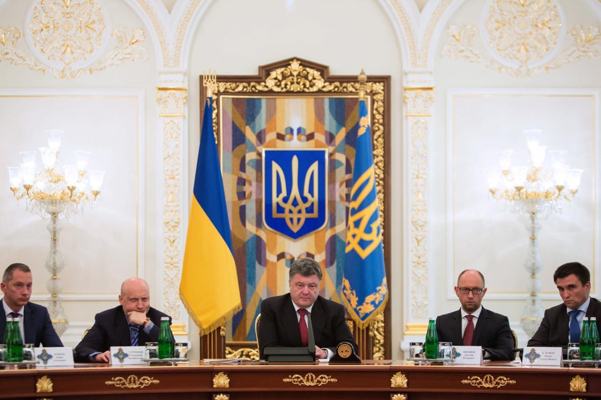 Petro Porošenko na zasedání Rady národní bezpečnosti a obrany