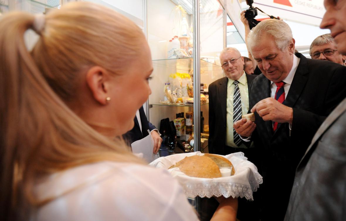 Prezidenta Zemana přivítali pořadatelé agrosalonu Země živitelka chlebem a solí