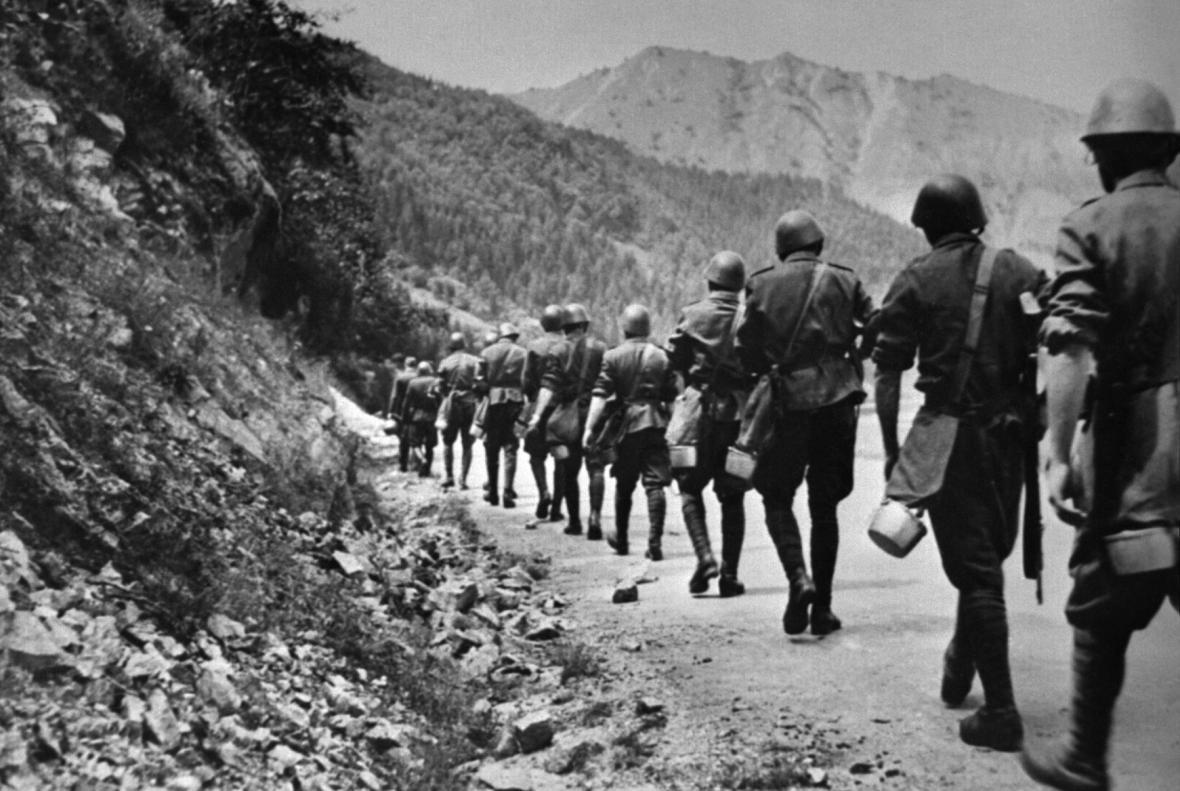 Výsledek obrázku pro rudá armáda oslavy 75. výročí snp