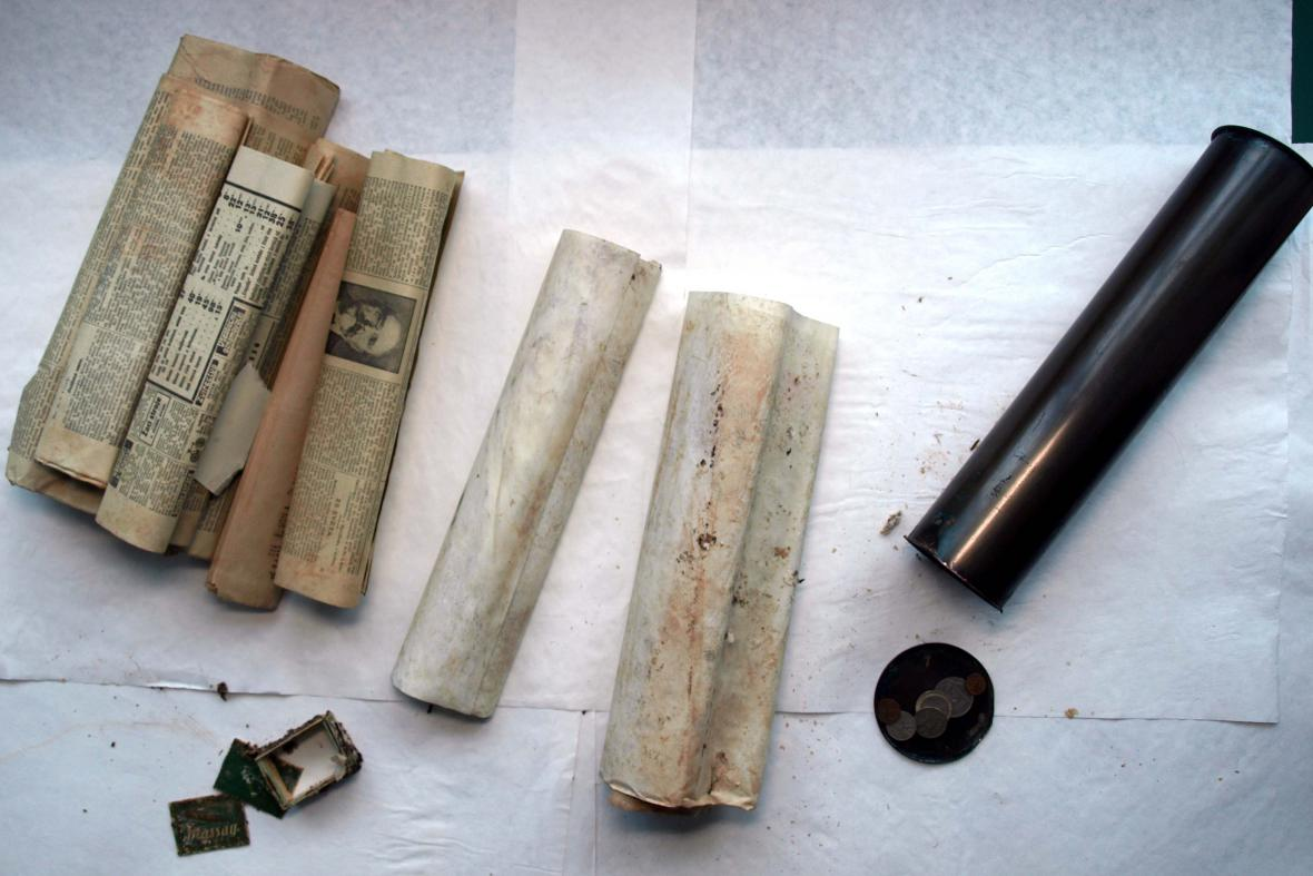 Tubus obsahoval zakládající listiny i dobové noviny