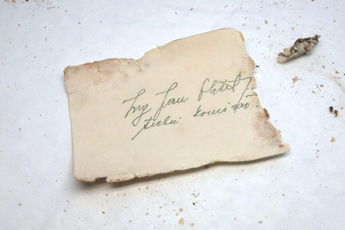 Některé dokumenty zničil čas