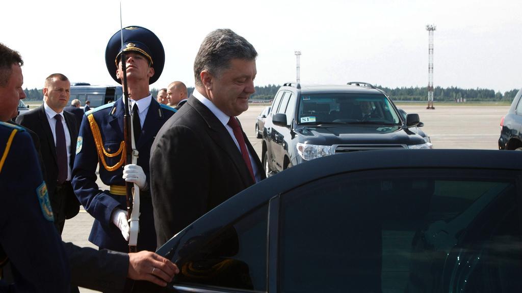Ukrajinský prezident Porošenko po příletu do Minsku