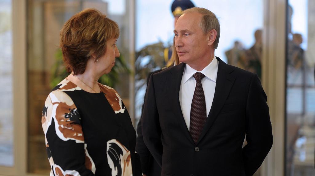 Catherine Ashtonová v hovoru s Vladimirem Putinem