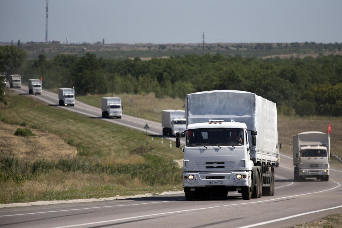 Ruské kamiony s pomocí míří k ukrajinské hranici