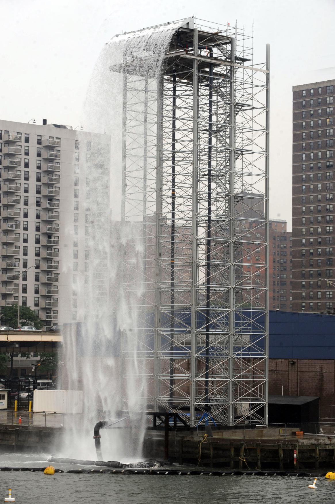 Vodopád Olafura Eliassona na Manhattanu