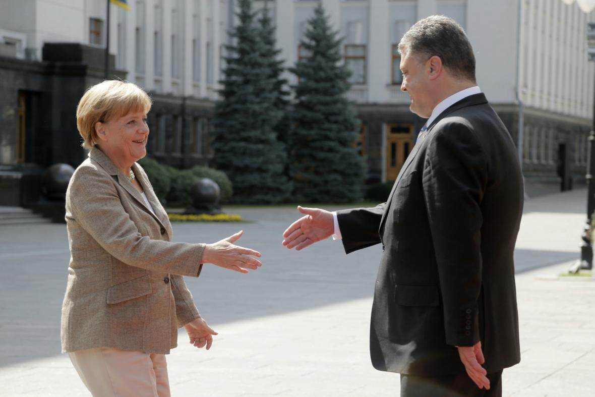 Petro Porošenko vítá v Kyjevě Angelu Merkelovou