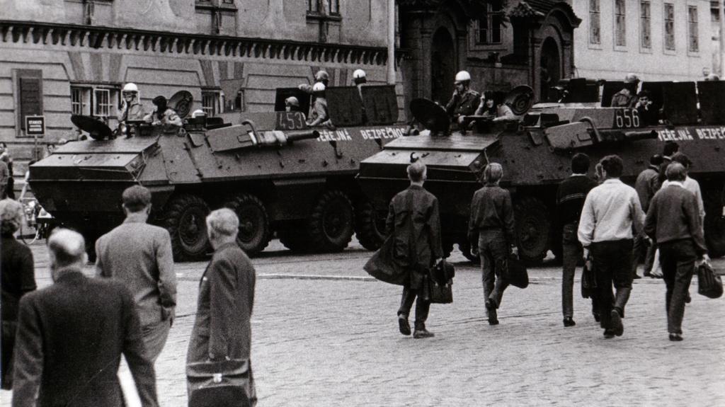 Obrněné vozy v centru Prahy