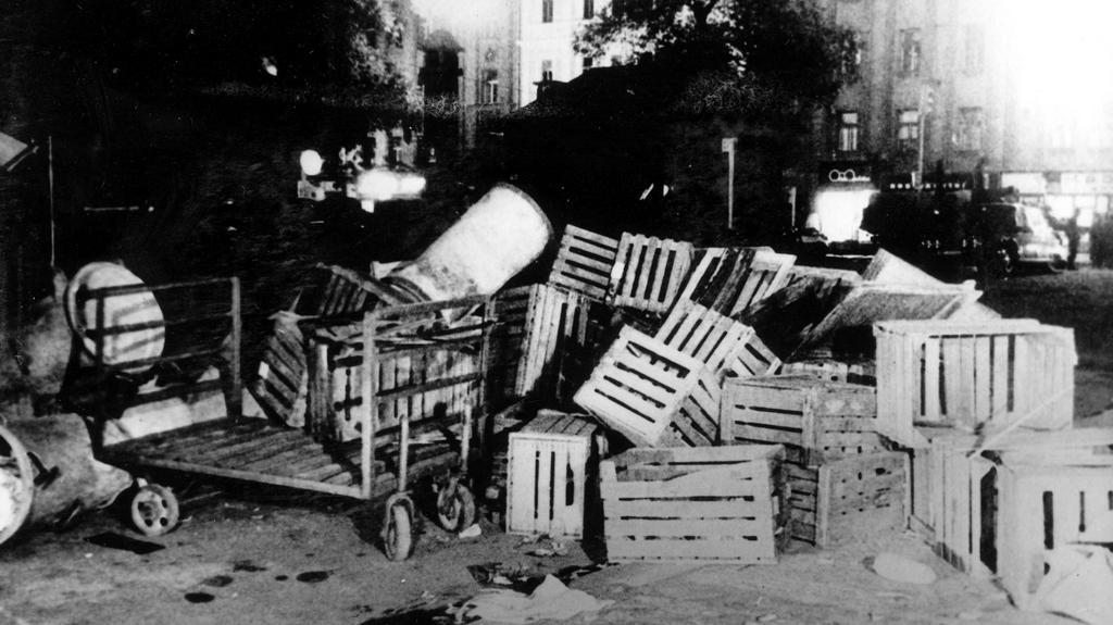 Barikáda v Rumunské ulici v Praze
